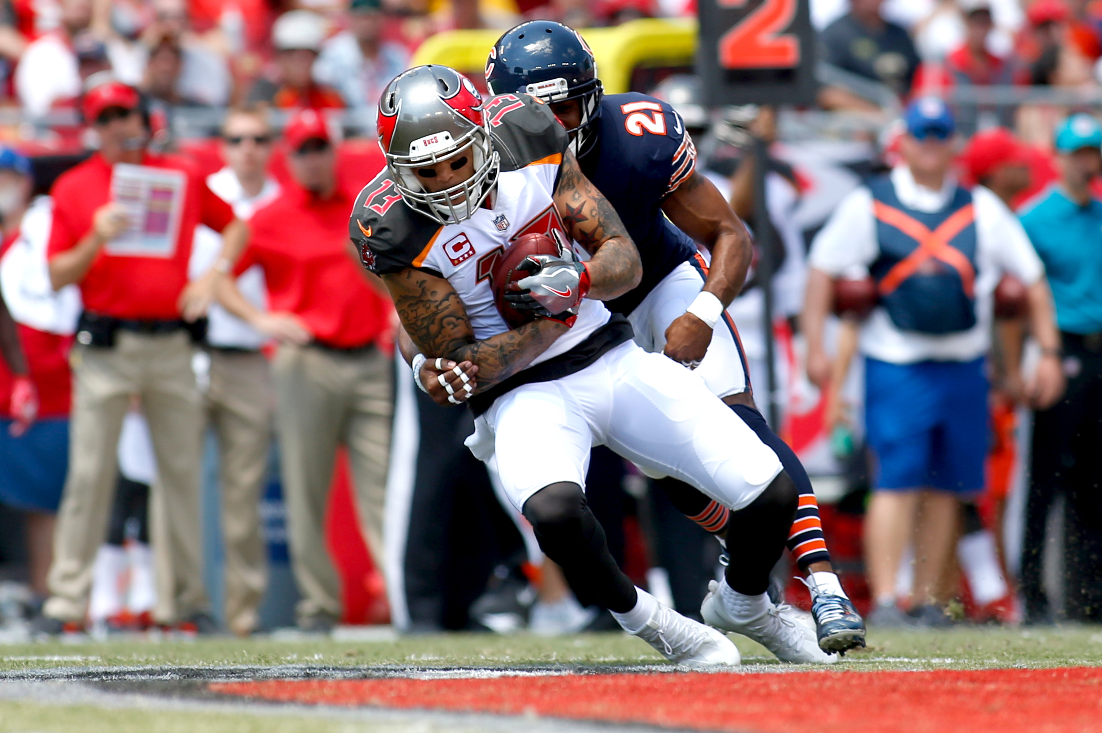 Bucs force 4 turnovers in rout of Bears